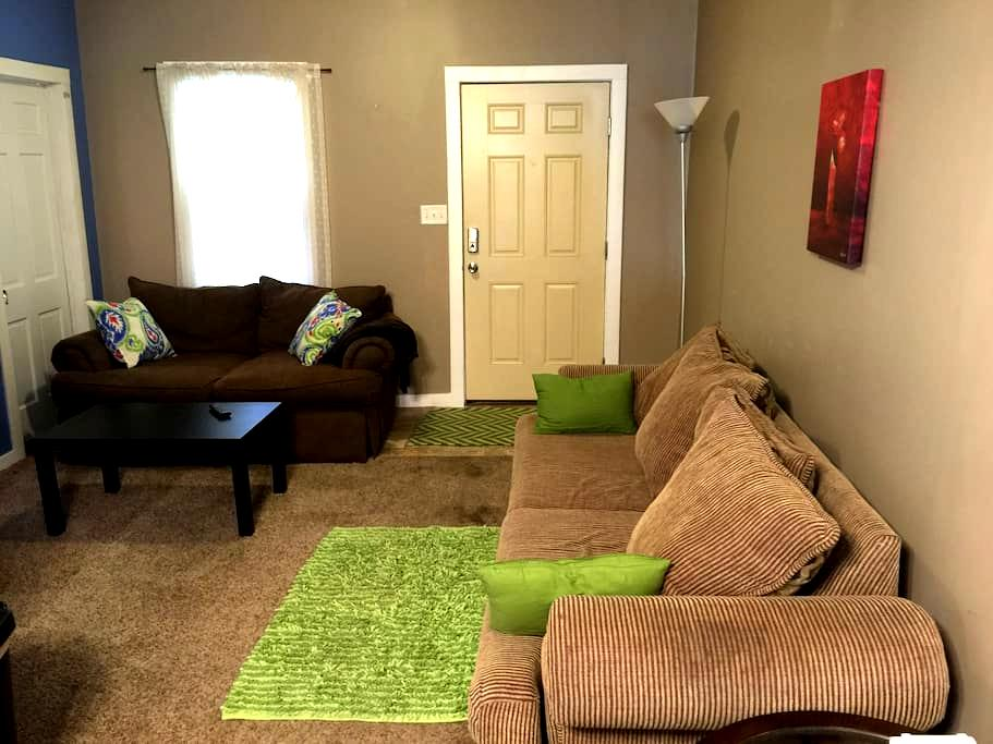 Cozy home in the heart of Evansville Entire House - Evansville - Huis