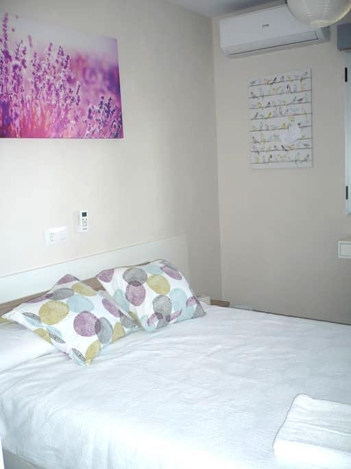 Habitación confort, cama grande, TV + WIFI - Albacete - Byt