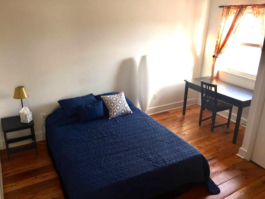 Sunny bright apt. in the heart of Queen's Village - Philadelphia - Apartemen
