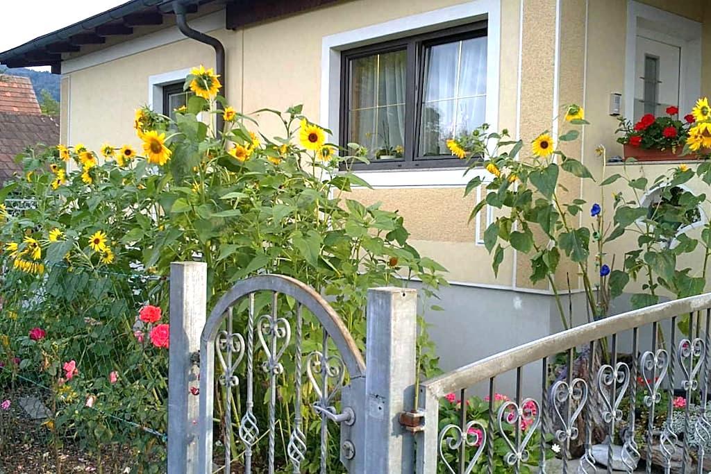 Zimmer mit Küche + Balkon - Judendorf-Straßengel - Casa