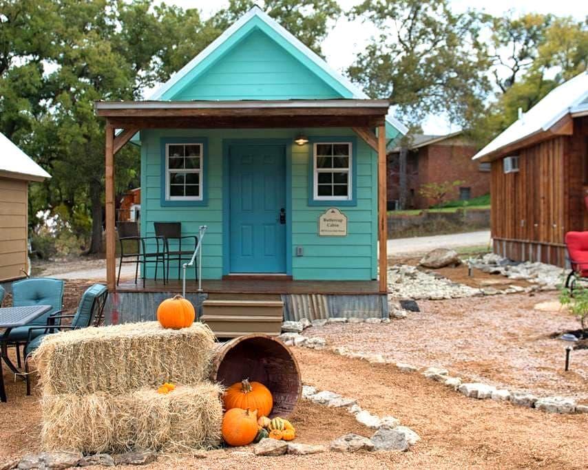 Buttercup Cabin, A Texas Tiny Cabin - Gatesville