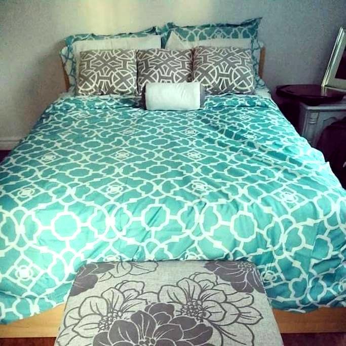 Bright Spacious Bedroom - Amherstburg