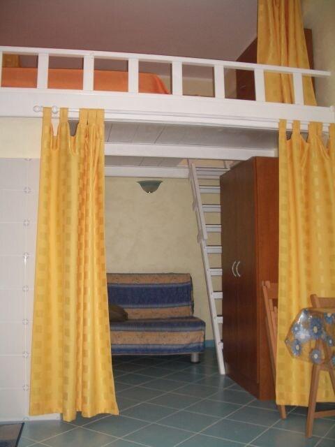 Interior : Access to Bedroom