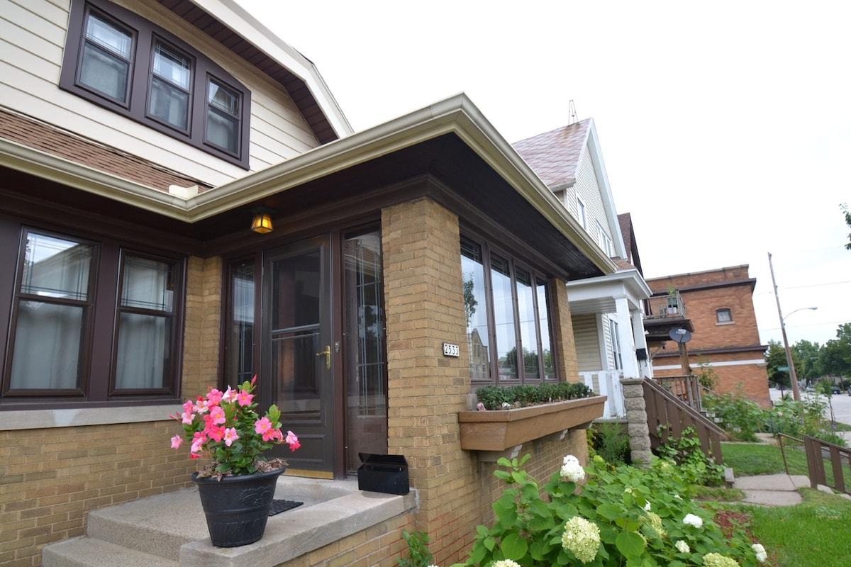 A classic 1928 Milwaukee bungalow!