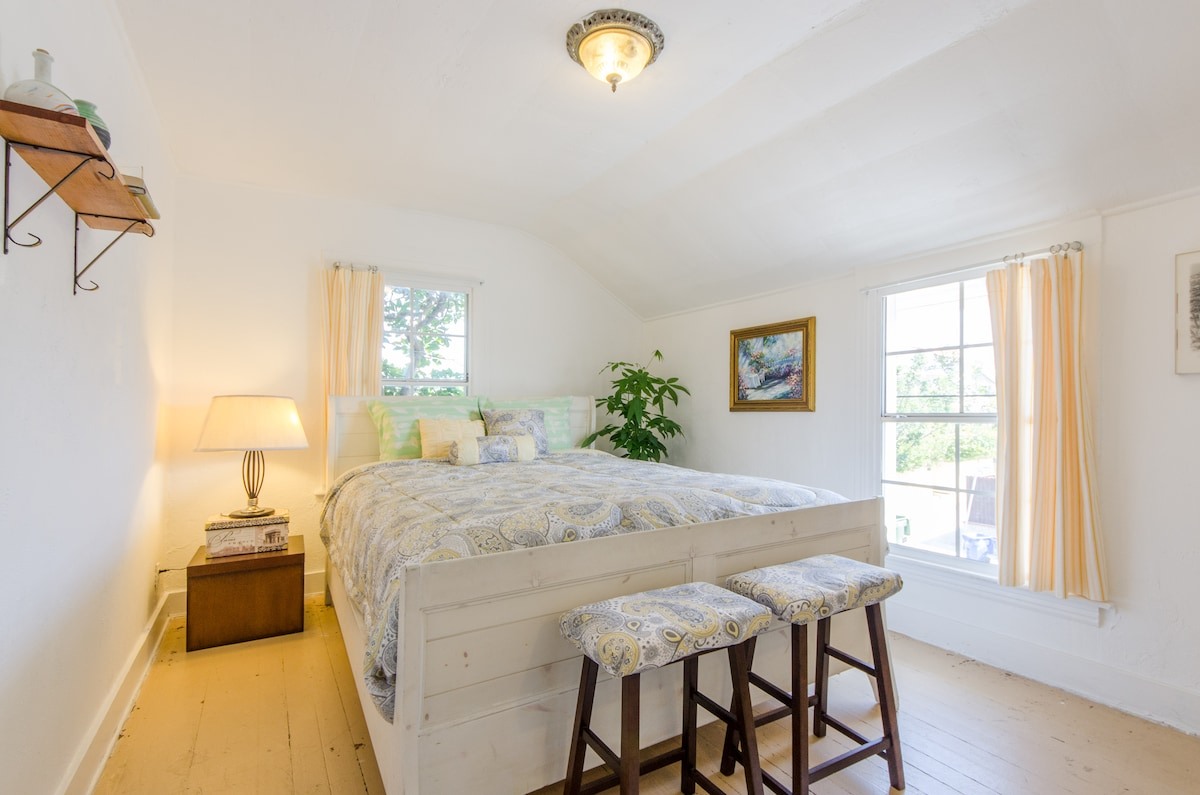 Great Room, bright and sunny with super comfortable bed