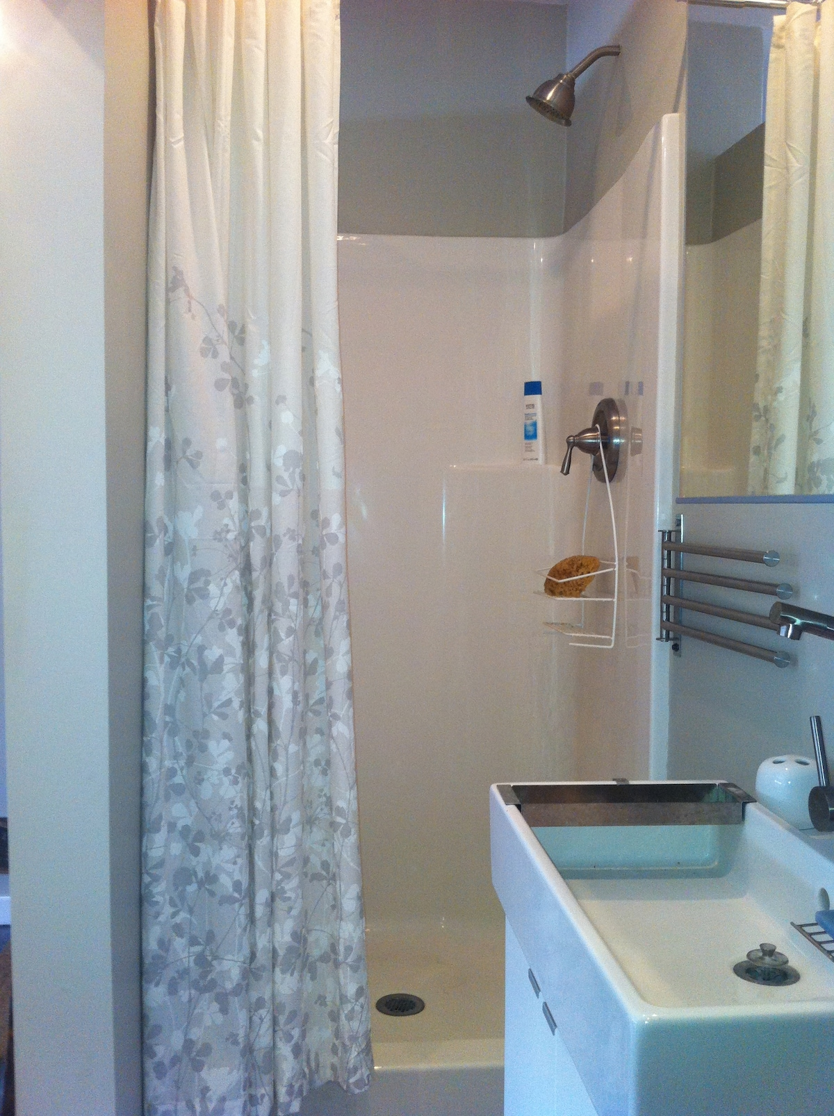 shower no bath tub sorry but there is one in the main bathroom you can use for babies or just relaxing