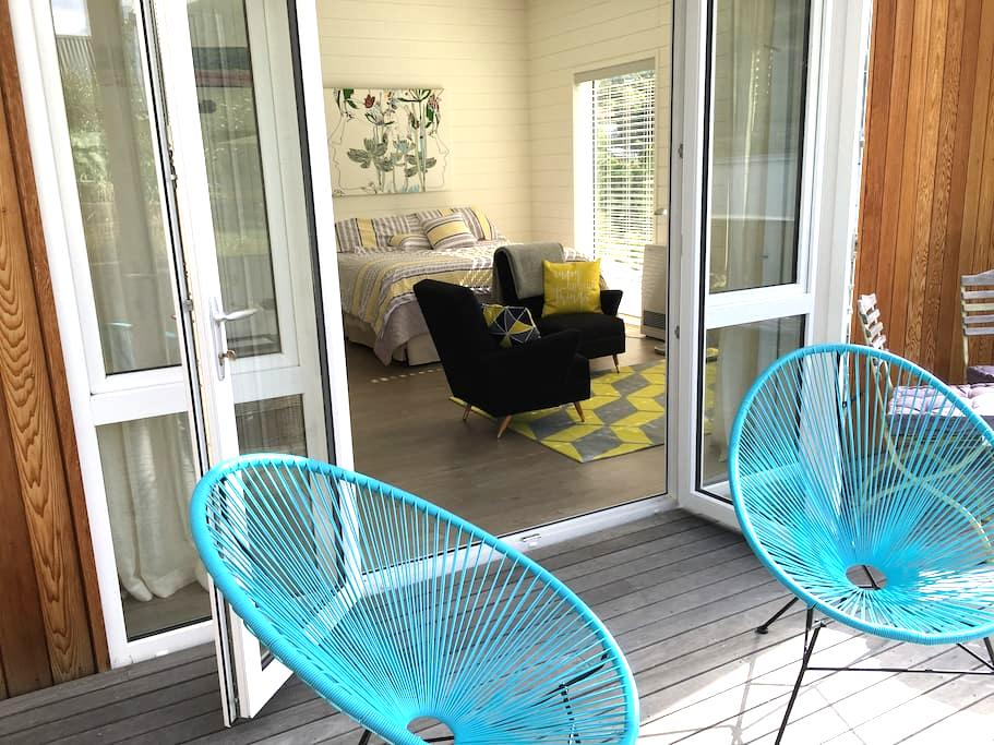 Sunny, Bright, Stylish and Cosy - Arthurs Point - Apartment