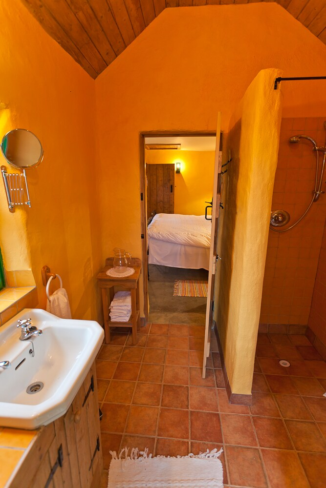 Ensuite with electric shower, towels and underfloor heating