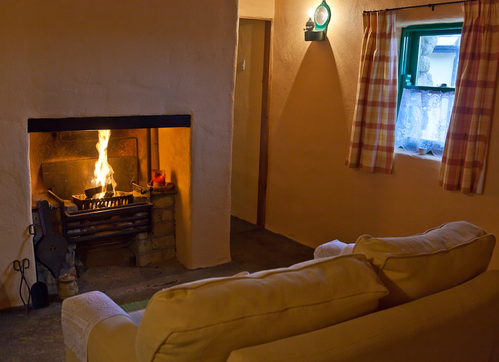 Cnoc-Suain's one-bedroom cottage 'An Nead' - The Nest. This is the sitting room with stove.