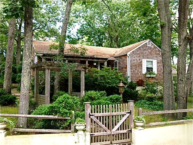 Charming Beach Cottage - Sag Harbor