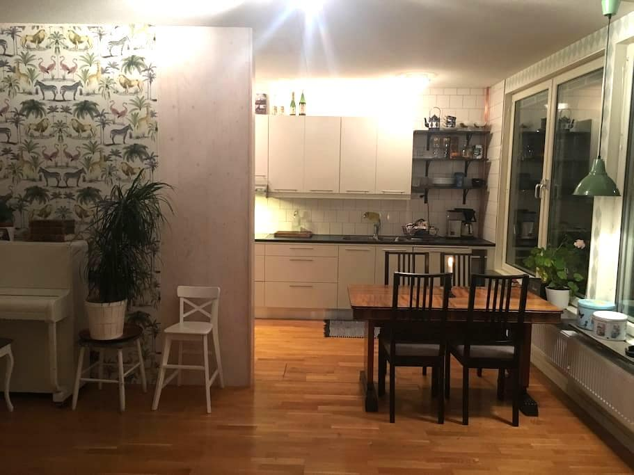 Big bright apartment in nice area. - Nacka - Byt