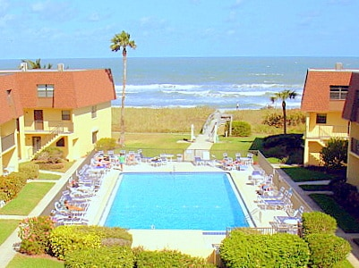 Quiet beachfront complex with great swimming pool