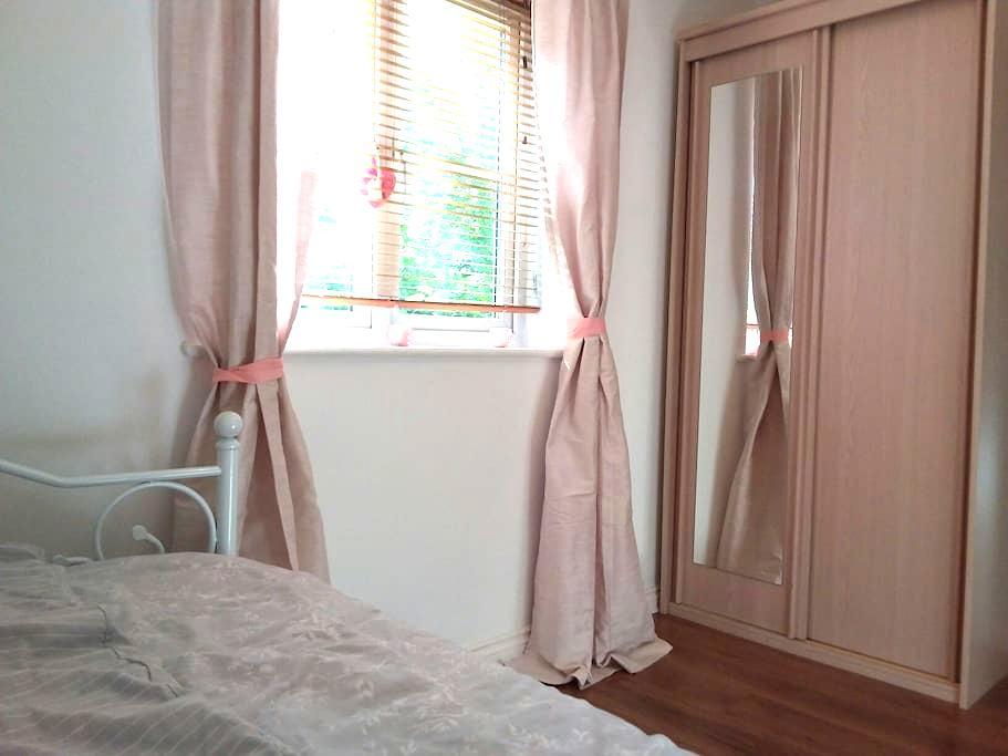 En-suite Bathroom/Double Room - Guildford - Apartment