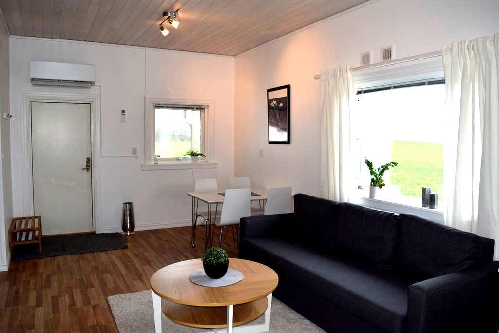 Lantlig gäststuga med altan, Båstad, Mellbystrand - Edenberga - Guesthouse