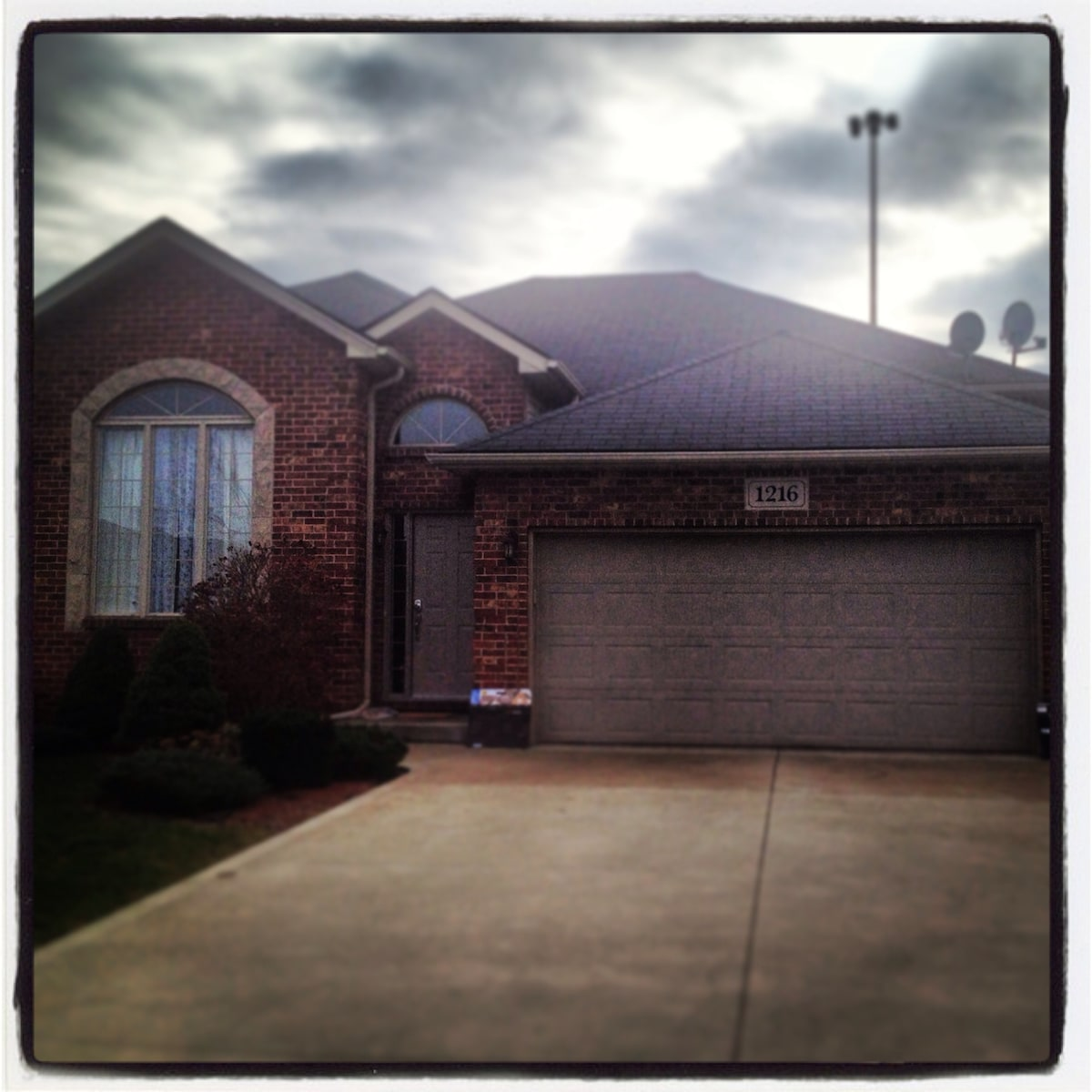 Beautiful SoWindsor home w/2 rooms