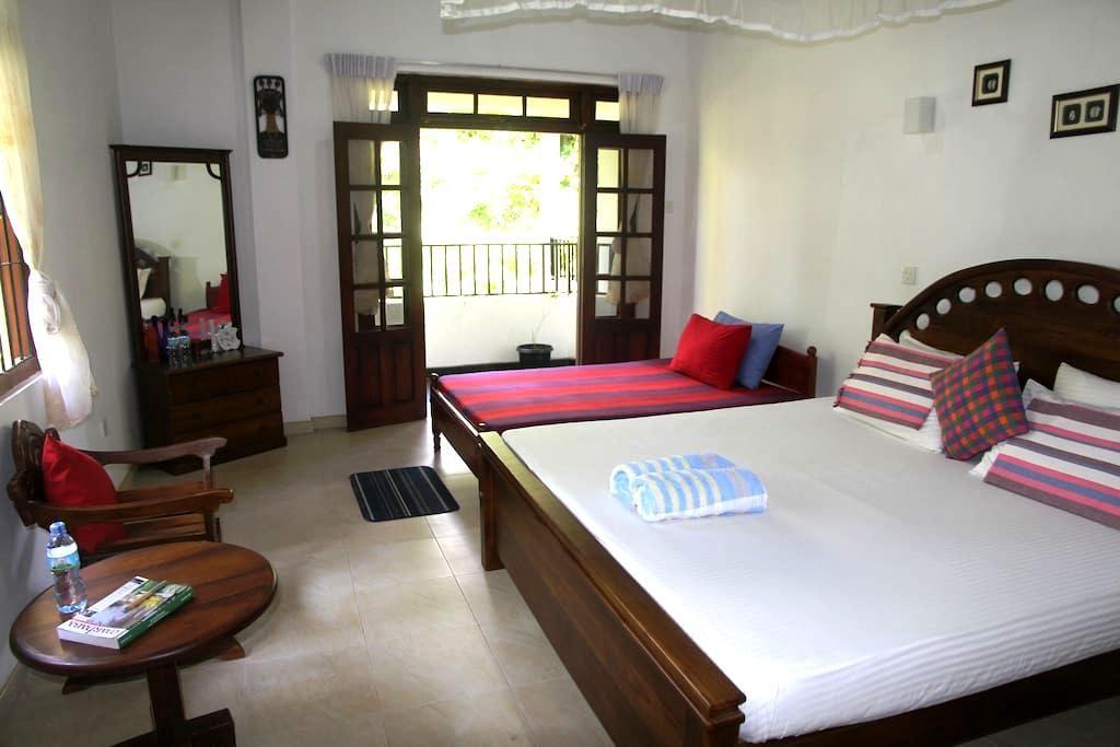 Relax In Front Of River Mahaweli  - Kandy - Lägenhet