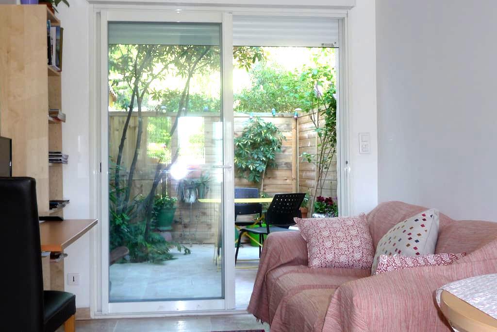 Joli studio citadin niché dans le calme du jardin - Montpellier - Apartment