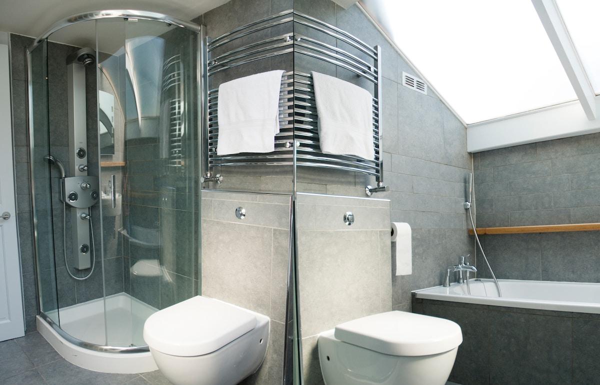 Stylish loft suite nr City/St Pauls