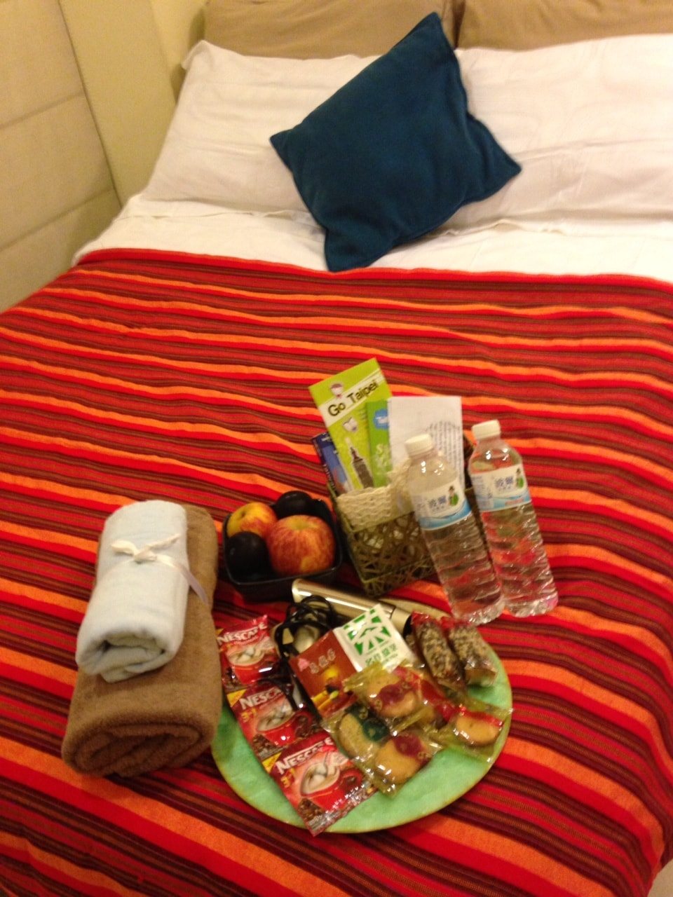 room comes with toiletries, fresh fruit, maps, lonely planet guide book, snacks, coffee, taiwanese tea, water and other freebies