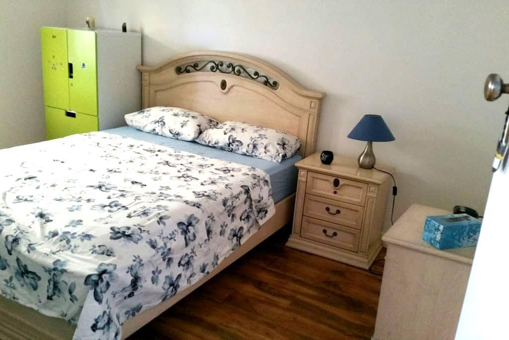 Modern style queen bedroom - Mansfield Park - House