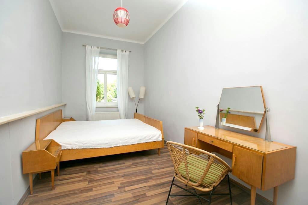 Zentral wohnen im Stil der 60er - Leipzig - Appartement