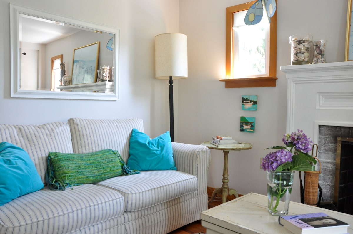 Charming Cozy Beachright Cottage