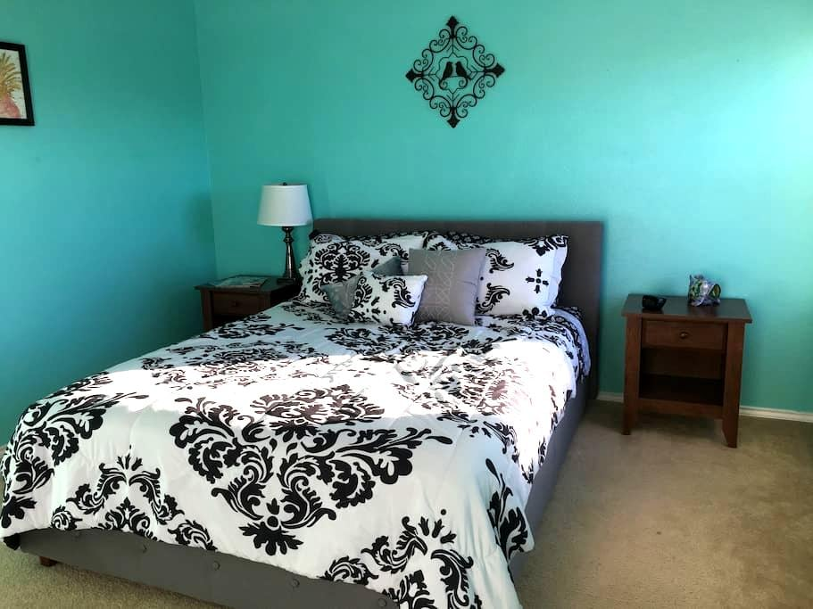 Happy/Cozy room near Lackland AFB and SeaWorld - San Antonio - Ház