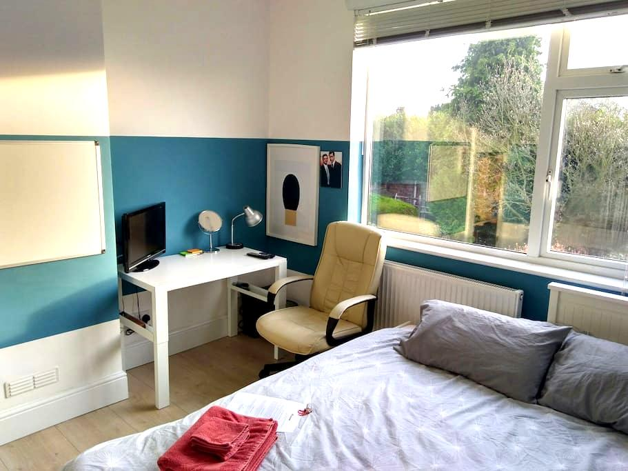 Bright Modern Room in EN1 - Enfield