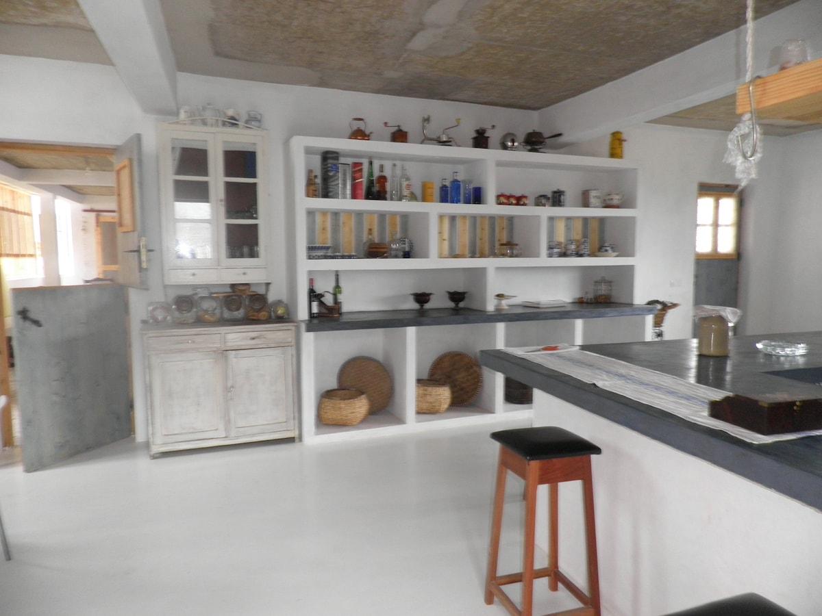 Amplia cocina/comedor