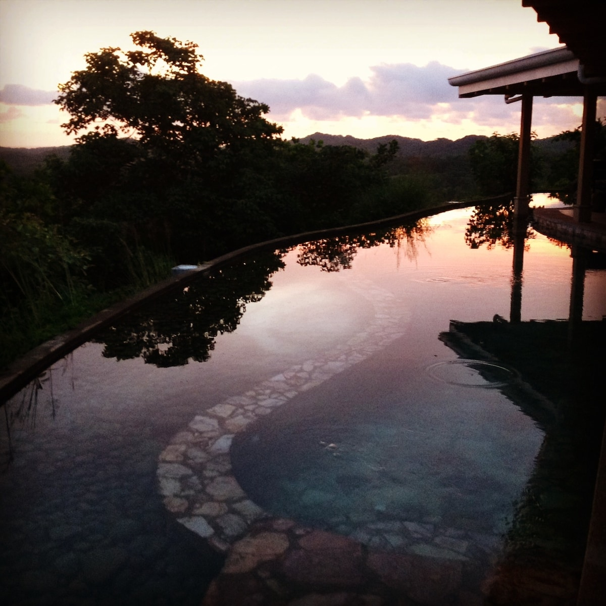Each Suite has direct access to the veranda and swimming pool which overlooks thousands of acres of Tamarindo and lush surrounding areas.