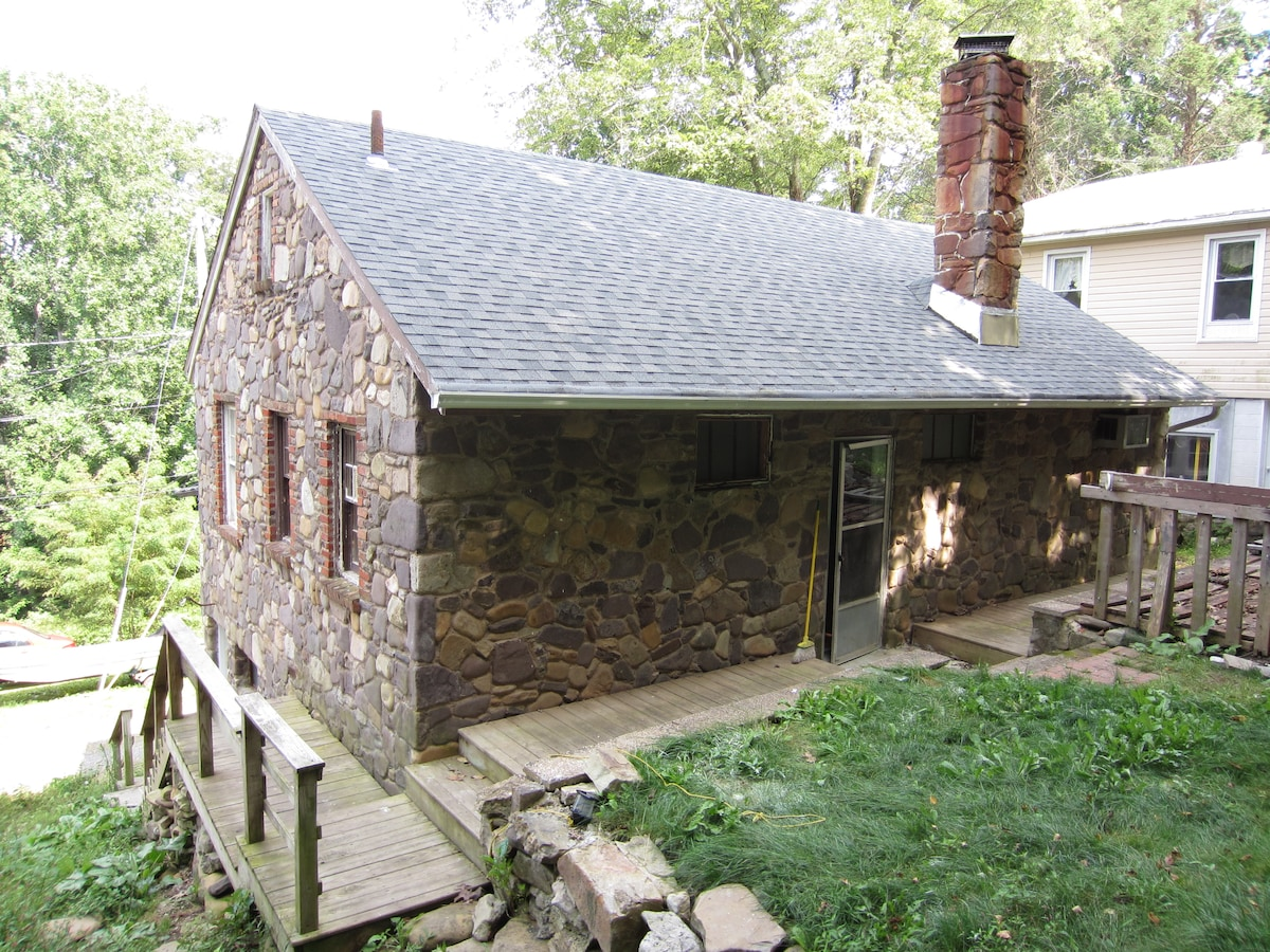 Back side view of the cottage.