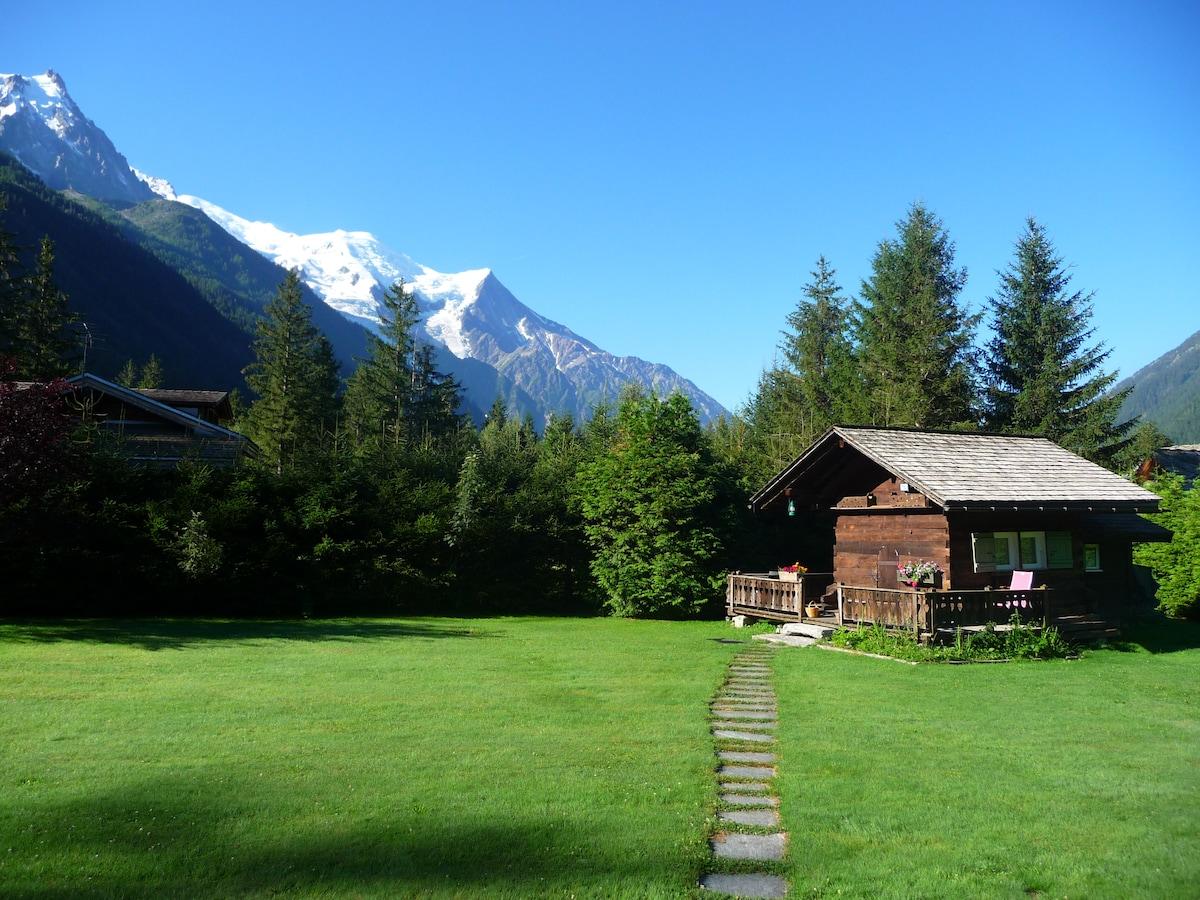 Vue du mazot avec le Mont Blanc en arriere plan
