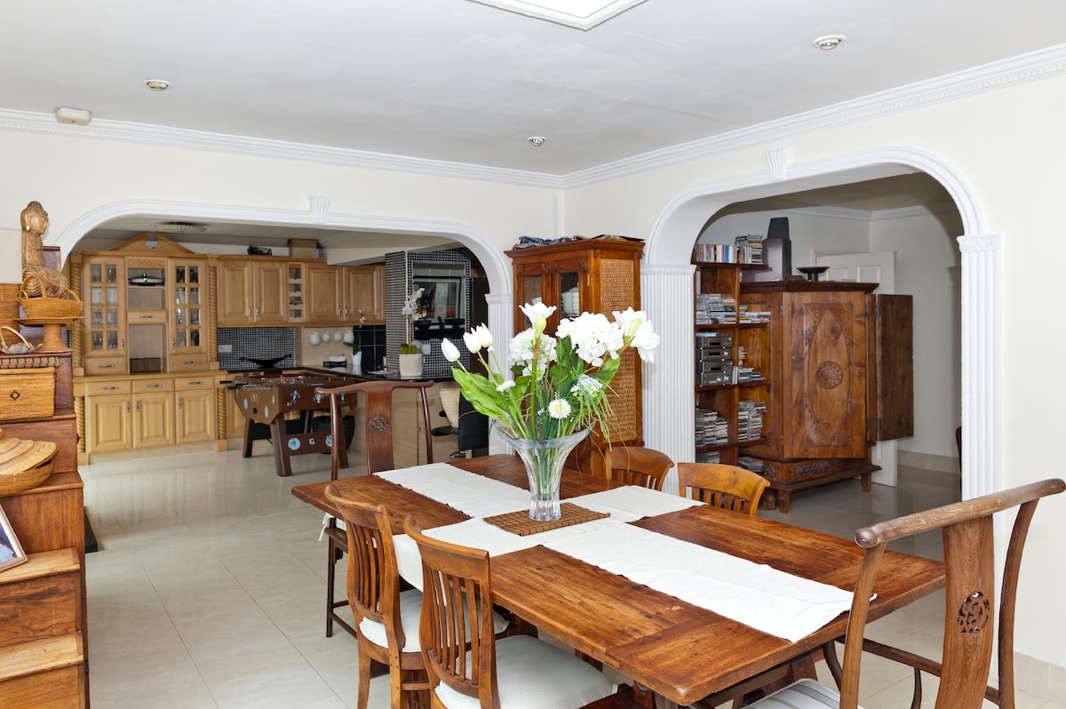 LUXURY 6 BED SEASIDE HOUSE MALAHIDE