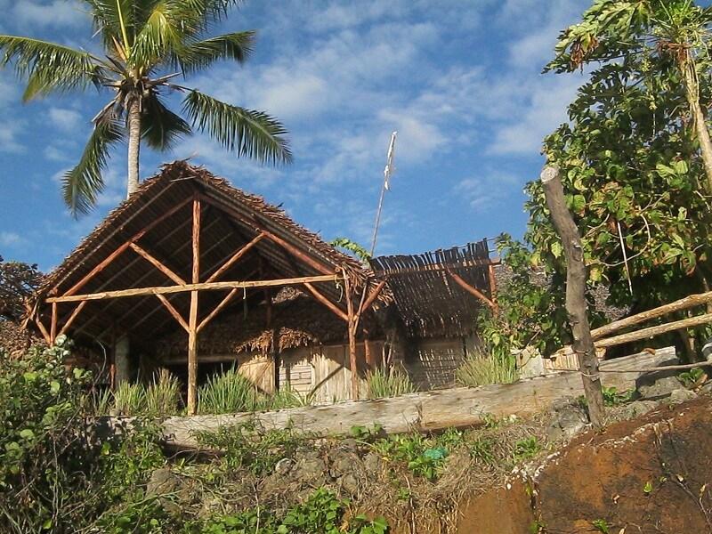 vue de la plage, la maison est situé sur une petite falaise de 2 m de hauteur