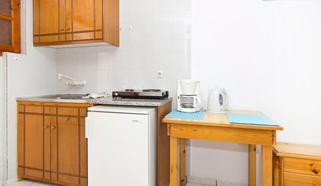 Fully-equipped kitchenette (Tea/Coffe Maker) (Pot/Pan/Coffe ot etc.) Refrigerator Air-condition