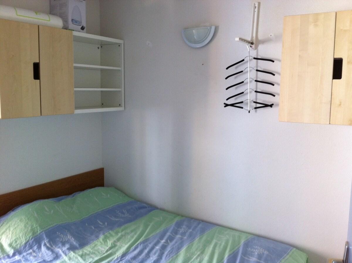 Chambre, lit 2 personnes.