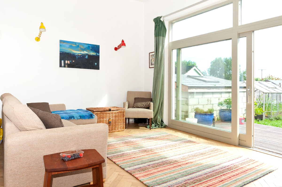 3 Bed House in Coastal Town