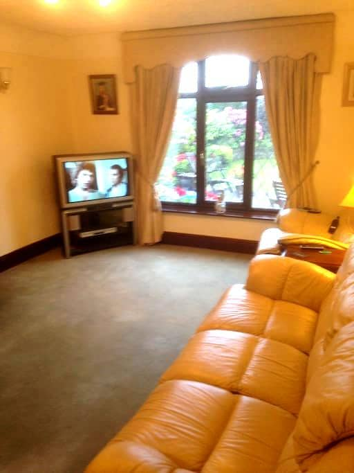 small double room in private house - Bickerstaffe - House