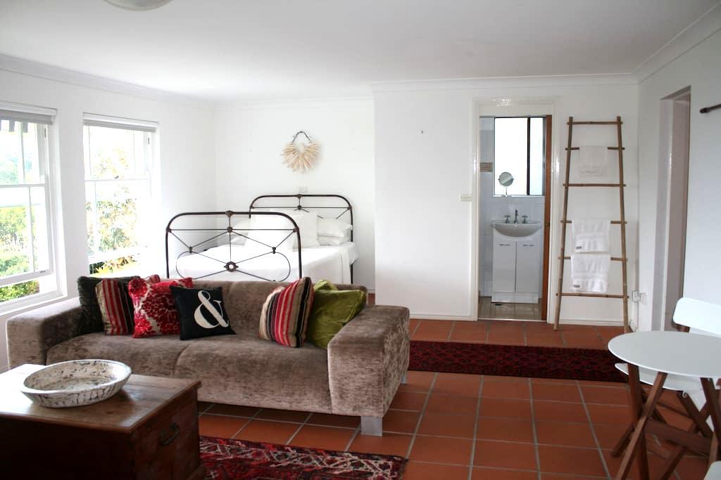 Designer apartment with Ocean Views - Collaroy - Apartment