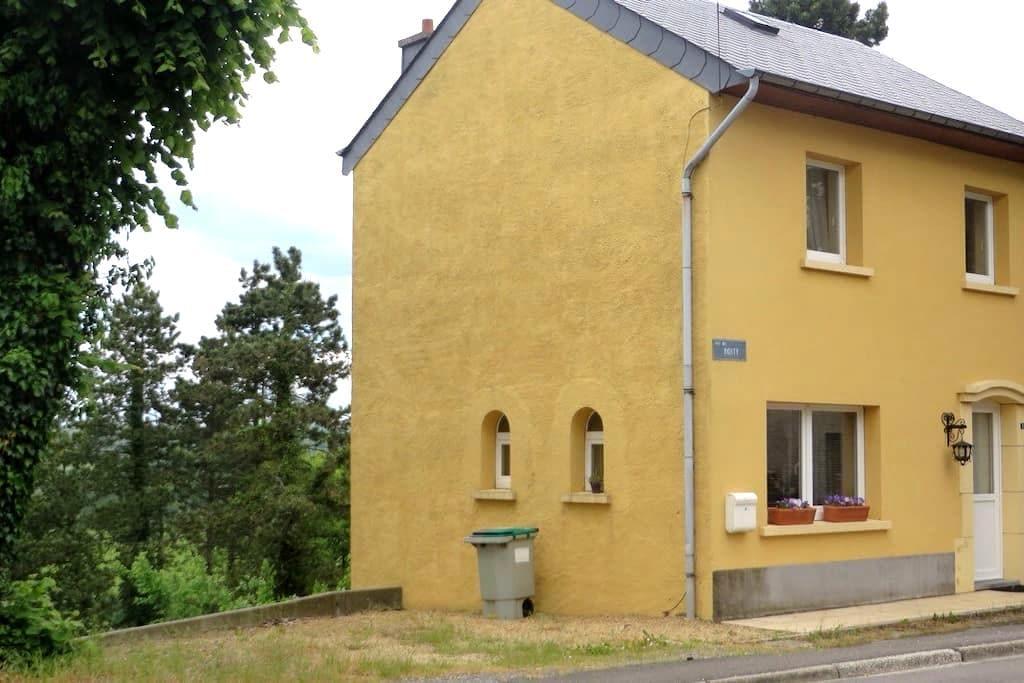 Maison familiale idéale pour 4 pers - Florenville - Huis