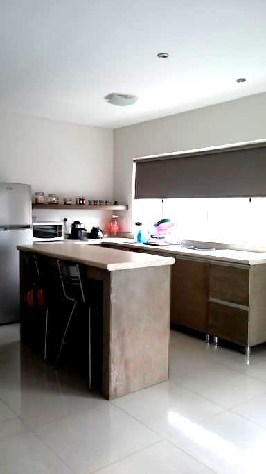 Rento habitación cerca de UDEM - San Pedro Garza García - Osakehuoneisto