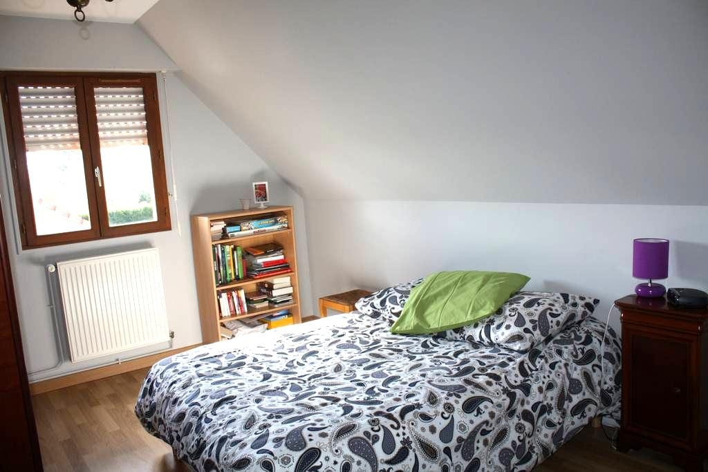 Confortable Bed & Breakfast - Dourges - House