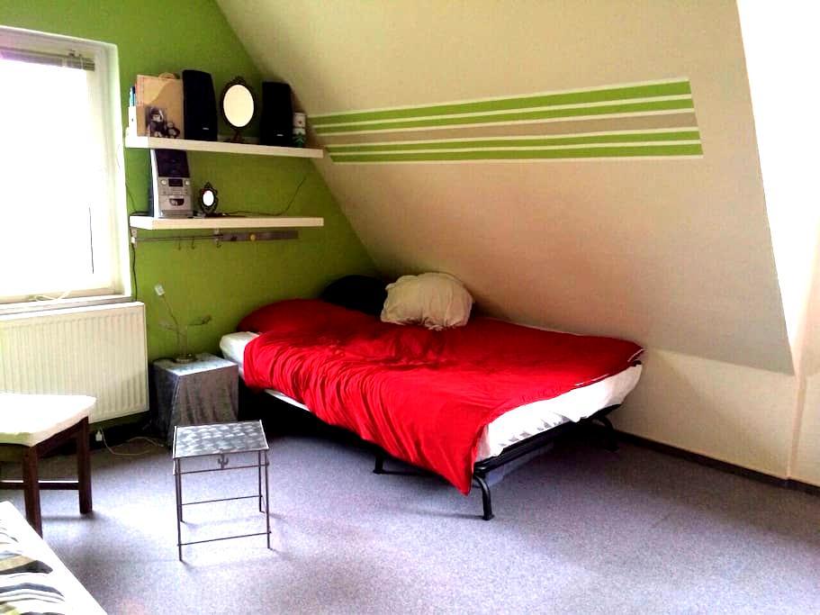 Schickes Zimmer in 3 Zimmer-Whg! - Stadthagen - Apartamento