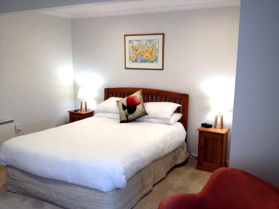 Quiet, comfortable & modern. - Dunedin - Appartement