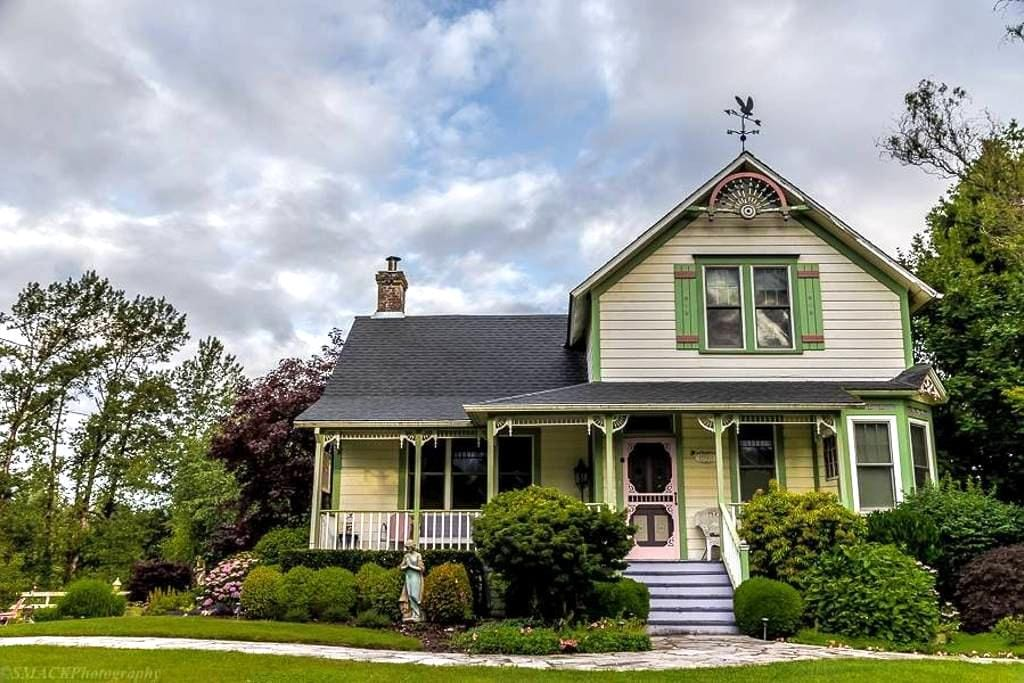 Antique Boho Victorian Farmhouse & Events - Oregon City