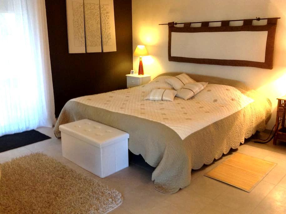 LESQUATRA proche de Nice - La Gaude - Bed & Breakfast