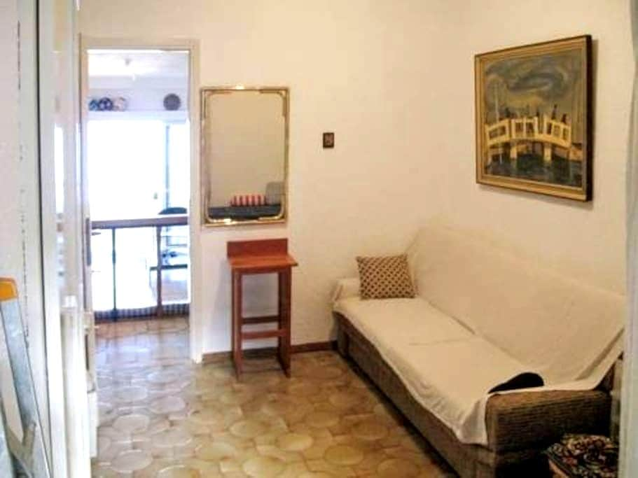 Cozy room very close to Athens center - คาลิเทีย
