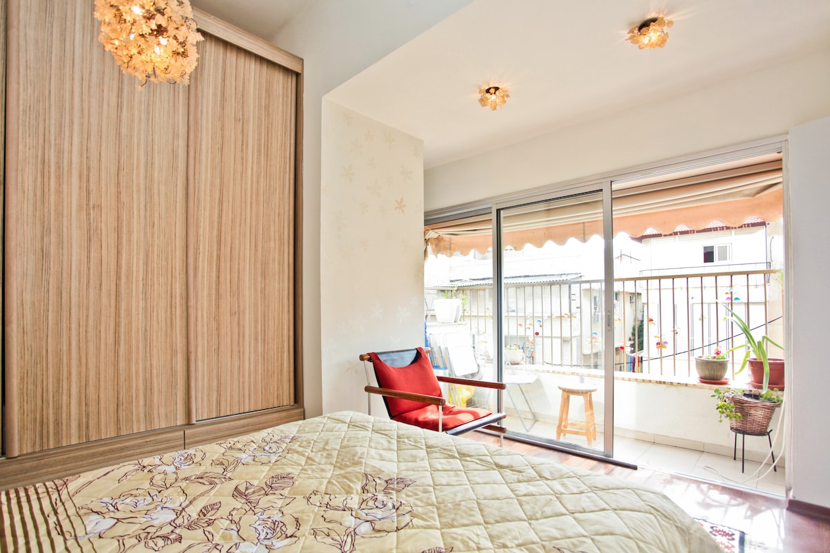 Your room. Luxurious double bed, Cabinet, balcony and great light ..