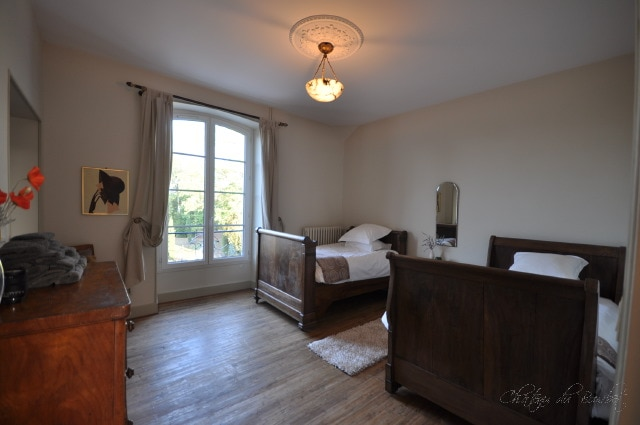 Ivory Too! This cosy twin room adjoins the main Ivory Room ~ both can be reserved together, as a suite.
