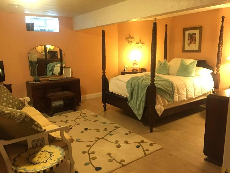 Charming Tuscan style Quiet room - Youngstown - Szoba reggelivel